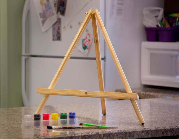 Easel JJ Table 21""