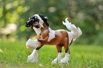 Breyer Gypsy Vanner Horse (Traditional Series)